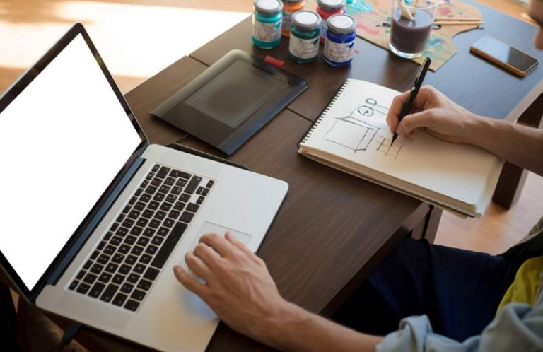 how many hours does a graphic designer work per day